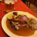 Кнедлики, тушеная капуста, мясо, сосиски - традиционно