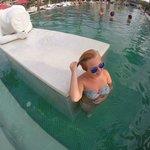 огромный бассейн