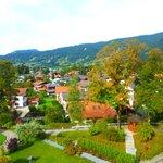 Blick auf Oberammergau aus dem Zimmerfenster