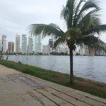 Costanera sobre la bahia de Cartagena, a 2 cuadras del hotel