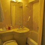 my bathroom w/ bath tub