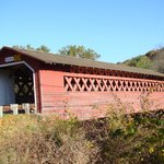 "le ""covered bridge Henry"" en face du B&B"