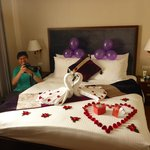 Surprise bed decoration to start our Honeymoon!