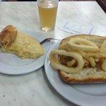 Pincho de Tortilla y Bocata de Calamares