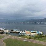 二階のカフェからの諏訪湖の眺め