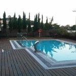 La piscina: climatizada, hidroterapia y fácil acceso.