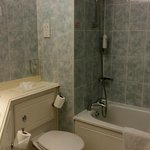Functional bathroom, lots of hot water and soft towels