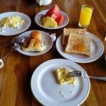 Завтрак в отеле - сытный и разнообразный