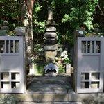 Minamoto's grave