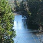 le lac dans un décor de rêve