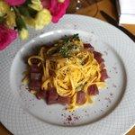 Tagliolini alla Capri aromatizzato al limone di Sorrento con dadolata di tonno fresco