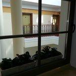 Внутренний крытый дворик в отеле