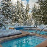 Year-round heated plunge pool and lakeside hot tub