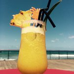 Un petit jus d'ananas frais comme apéro... Face à la mer :)