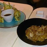 tempura aceitosa,yakisoba buenísimos