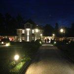 Le bâtiment principal de nuit