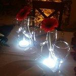 Una cena intima,platos exquisitos,un servicio espectacular servidos por una plantilla de profesi