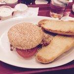 BBQ Burger mit Knoblauch Brot