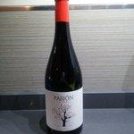 Vin Pasion de Bobal de valencia servi au verre très bon