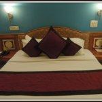 Room...2