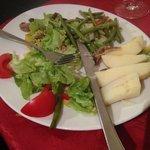 Horrible Salade nicoise , les pomme de terre de plusieurs jours étaient  pourries ...