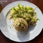 Knödel mit Krautsalat