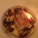Pannestekt torsk med potetpuré, stjerneløk og stekt salami