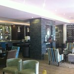 Relaxed environment conducive to both business and leisure travellers