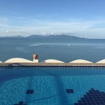 La piscine sur le toit , à consommer sans modération au coucher du soleil juste devant !