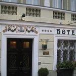 Hotel 16 Exterior