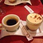 Café gourmand avec tiramisu fruits rouges un délice!