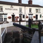 King's Lock pub and locks
