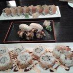 Philadelpia rolls, nigiris de anguila y pescado blanco , y hot ebiten  rolls
