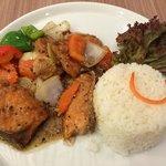 ข้าวปลาแซลมอนผัดพริกไทยดำ