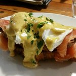 EGGS BENEDICT WITH SMOKED SALMON ON TOASTED CROISSANT