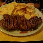 bistecca di manzo e patatine fresche