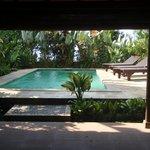 salon vue piscine