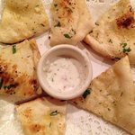 garlic naan with raita