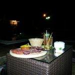 Dégustation de tapas (Assiette Ibérique + Mojito ) au bord de la piscine