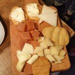 Tabla de quesos y membrillo