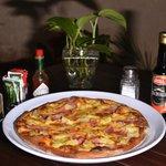 NUESTRAS PIZZAS A LA LEÑA 100% TOMATE DE VERDAD