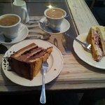 Kaffee und Torte im Cafe Kredens