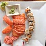 sushis au saumon et makis croustillants
