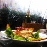 Шикарный салат и сказочный вид на Дуомо