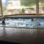 Piscina climatizada del spa del hotel Piedras Doradas