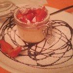 Mousse di cioccolato bianco con fragole fresche