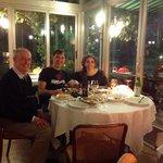 una noche inolvidable. en esta foto junto al adorable Sr. Solari, propietario del hotel.