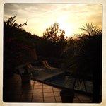Le coucher de soleil depuis la piscine de la Madrugada