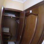 armário com caixa-forte