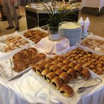 Grandioses Frühstücksbüffet, bei wunderbarer Aussicht! (Hier nur ein kleiner Teil)